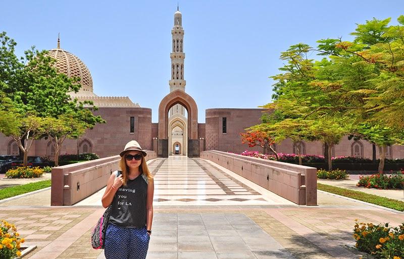 Monika przy Wielkim Meczecie Sułtana Kabusa
