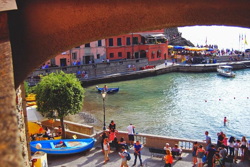 turyści w Cinque Terre