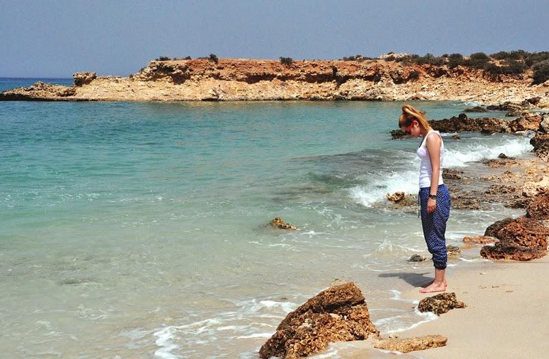 dziewczyna na plaży w omanie