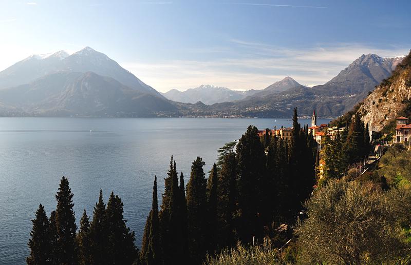 Varenna widok z zamku Vezio