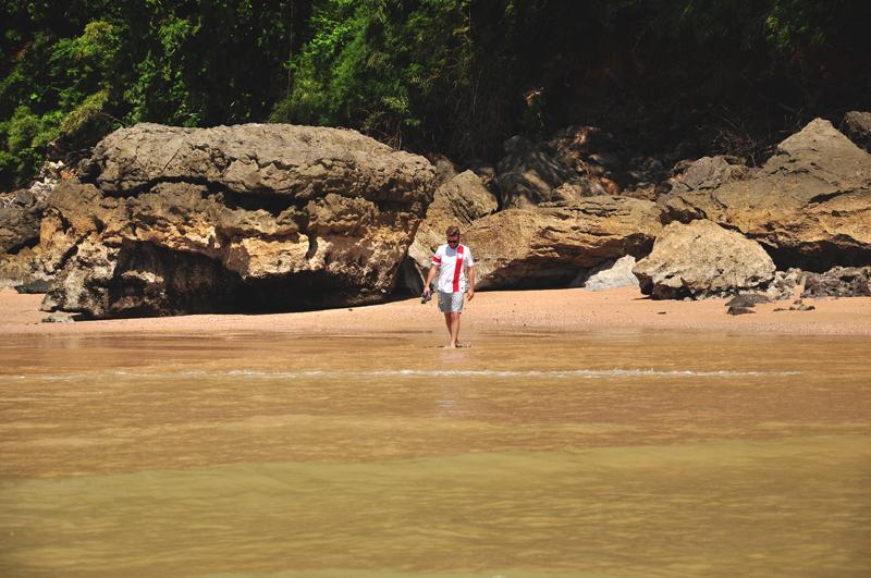kąpiele na plaży w Tajlandii
