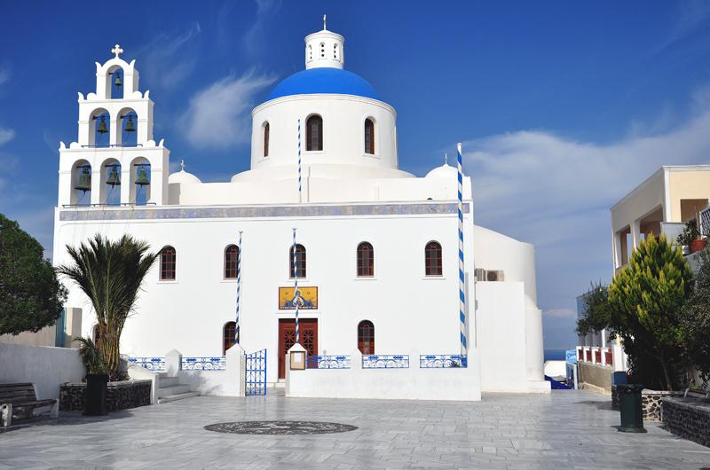 białe budynki santorini