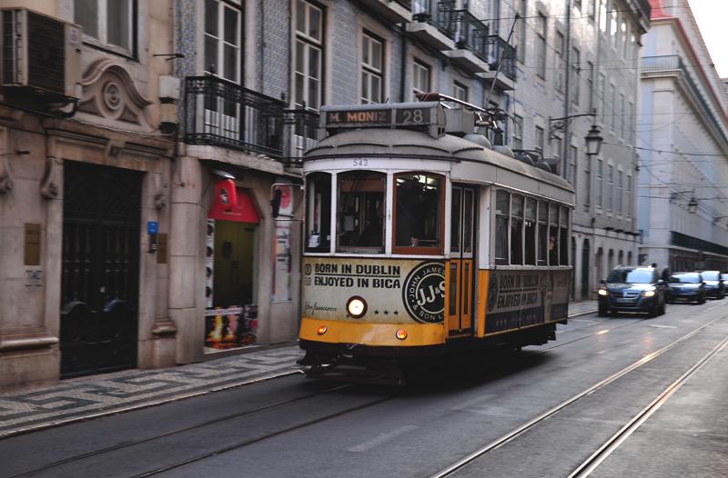 żółty tramwaj Lizbona