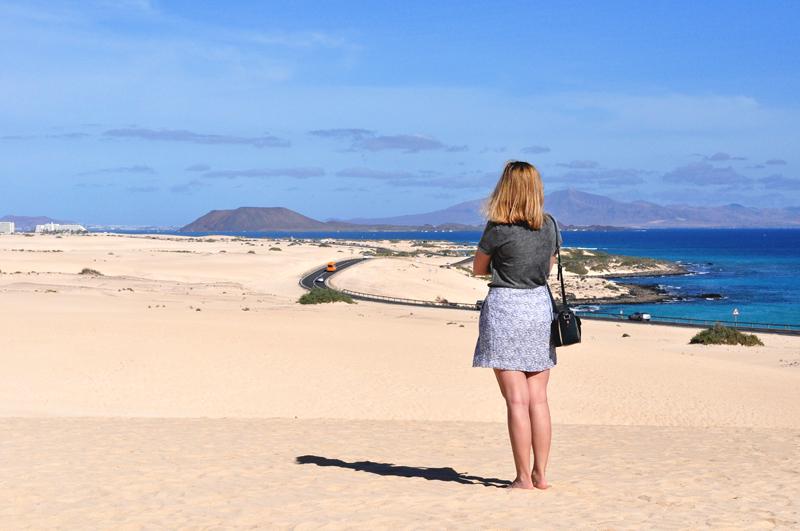 widok na Corralejo z Lanzarote w tle
