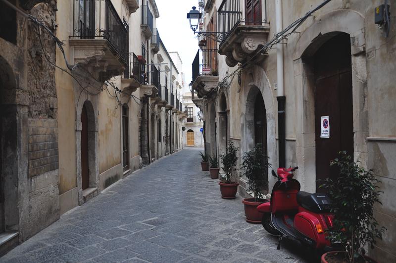 włoska uliczka i skuter