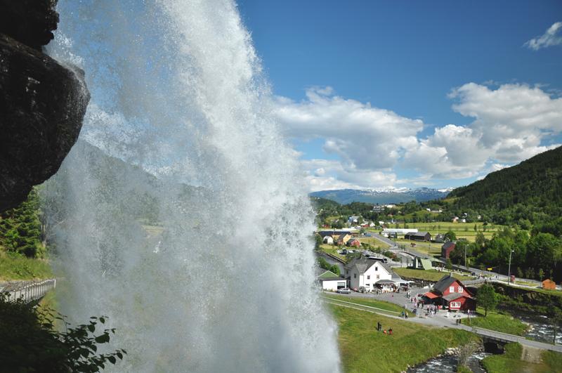 Steinsdalfossen Bergen