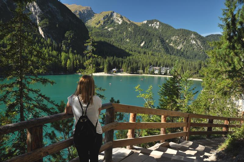 dziewczyna nad Lago di Braies