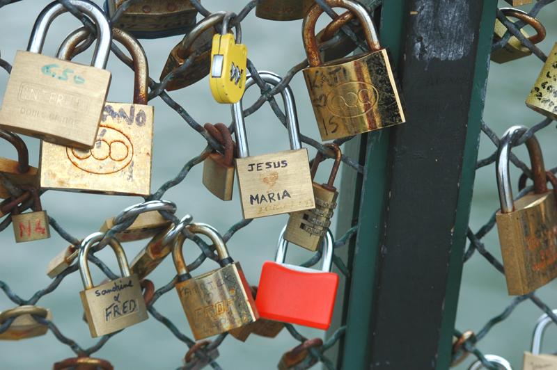 Paryż kłódki miłości