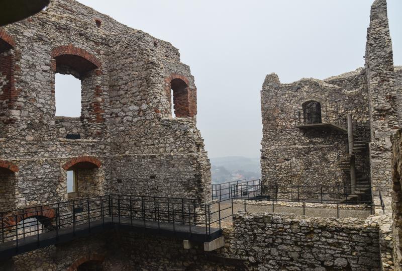 ogrodzieniec ruiny zamku