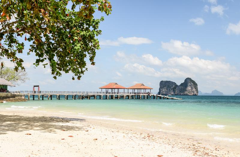 Hotelowa plaża na Koh Ngai