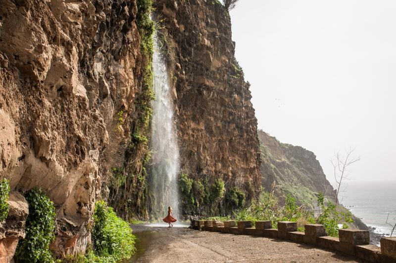 wodospad na drodze