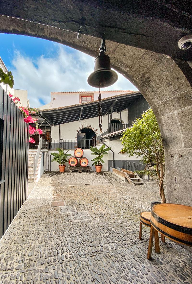 Old Blandy's Wine Lodge w Funchal